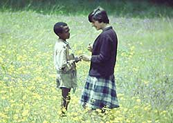1967Alma-with-student-and-meskal-flowers-1967